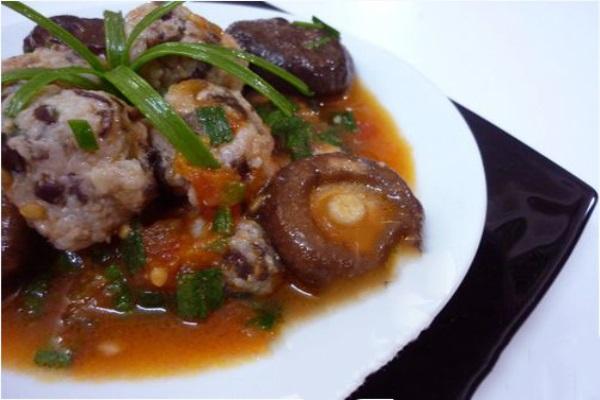 Nồi cơm cả nhà hết veo với món thịt viên nấm hương siêu hấp dẫn