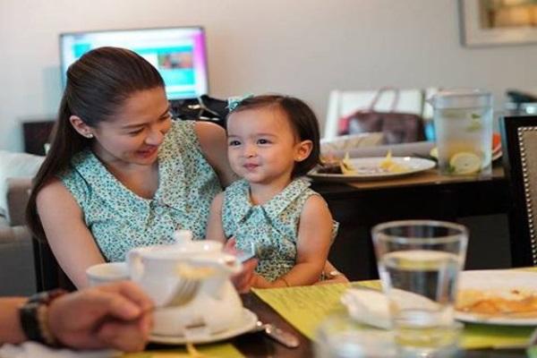 Con gái 'mỹ nhân đẹp nhất Philippines' càng lớn càng điệu