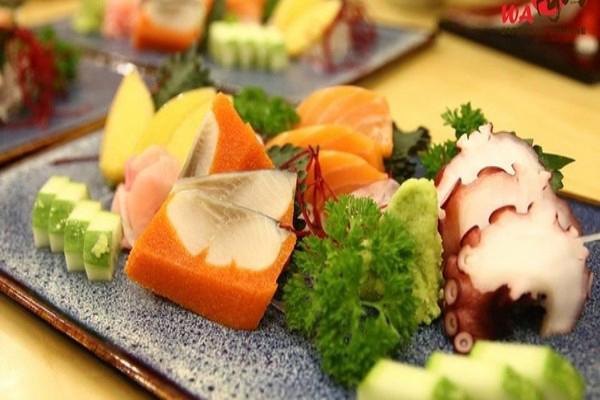 Từ 05/04 - 30/04/2017, Wa Japanese Cuisine tặng ngay Sushi Sakura với hóa đơn từ 600.000đ