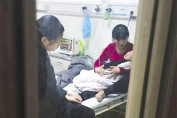 Mẹ ghi nhầm liều thuốc 3.5ml thành 35ml, bé trai 3 tuổi ngộ độc sau khi cô giáo cho uống thuốc