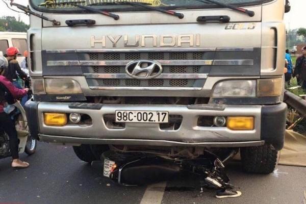 Xe tải đi ngược chiều cố tình lấn làn, đâm chết 2 người ở Bắc Giang: Tài xế khai gì?