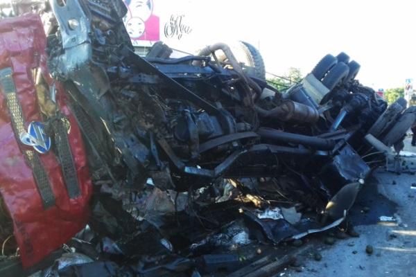 Clip xe tải vù qua trạm thu phí trước vụ tai nạn thảm khốc