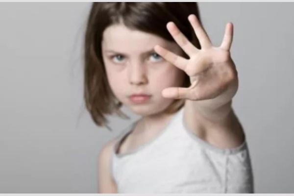 6 việc cần làm ngay nếu con có dấu hiệu bị xâm hại tình dục
