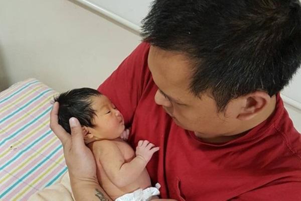 Mẹ Việt sinh con ở Úc: Đẻ xong vào tắm liền, uống nước đá để đỡ đau vết rạch