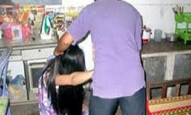 Tạm giữ người chồng đánh chết vợ vì ghen
