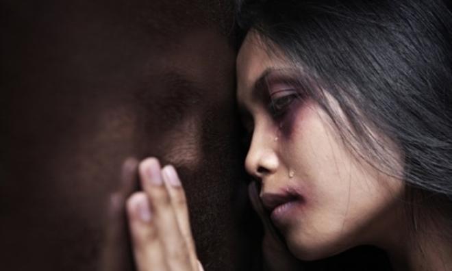 Bị chồng bạo hành 4 năm ròng, mới sinh con 5 ngày đã nhập viện vì đòn roi
