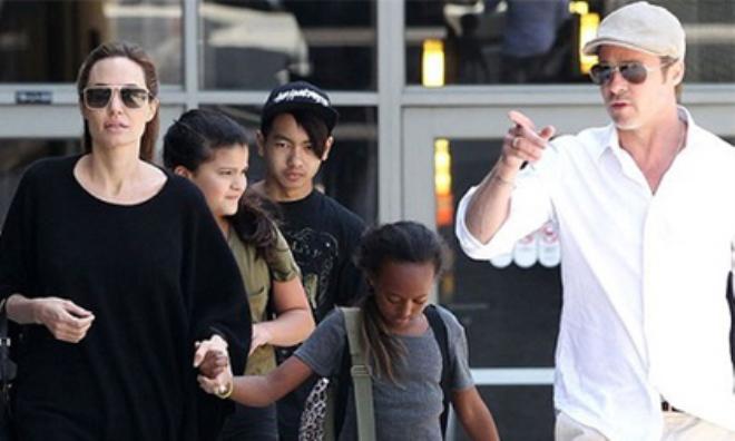 Brad Pitt đoàn tụ với Angelina Jolie cùng các con tại London