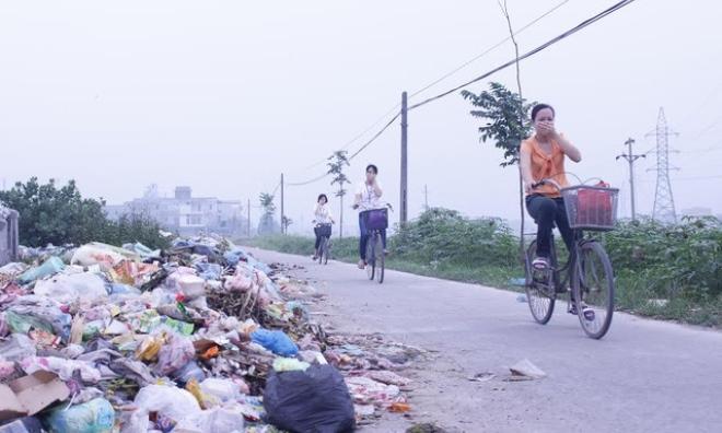Tiên Du, Bắc Ninh: Nhà có đám ma, phải thuê máy xúc về dọn... rác