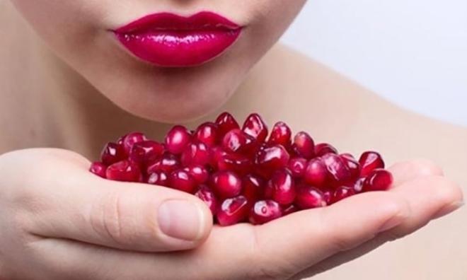 Cách làm hồng môi tại nhà cực đơn giản, chỉ 10 phút mang lại làn môi sáng mịn, hồng hào bất ngờ