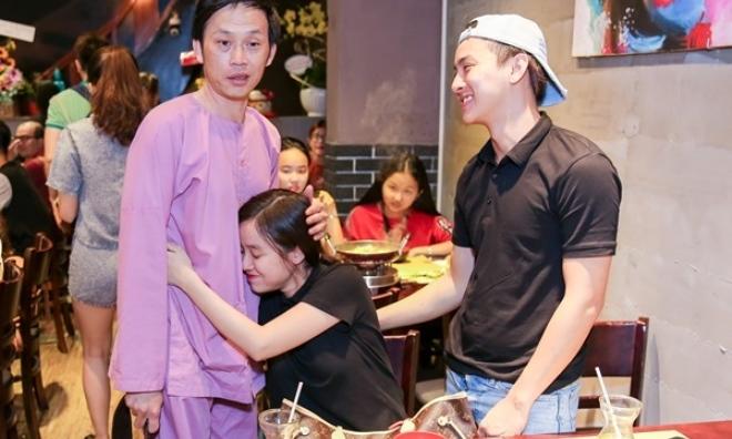 Dẫn bạn gái 9X ra mắt bố nuôi Hoài Linh, Hoài Lâm khiến khán giả sốc vì hành động của mình