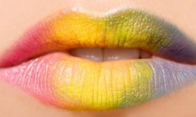 Màu sắc của môi tiết lộ điều gì?