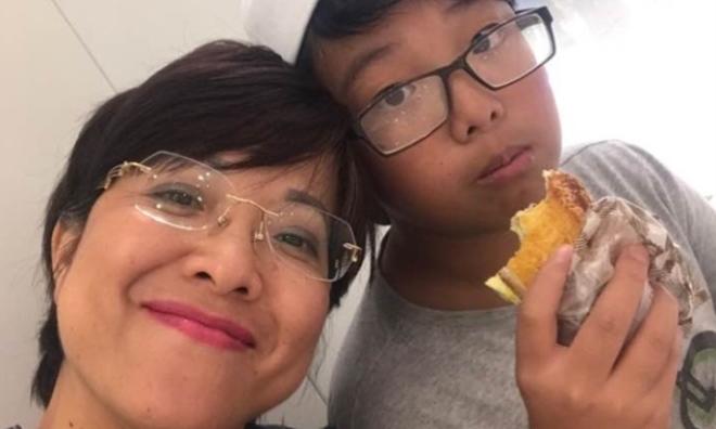 Hàng ngàn bà mẹ sẽ sốc: MC Thảo Vân chỉ cho con 10.000 đồng/tuần, để con thường xuyên bị đói, thèm 'rỏ dãi' nhìn các bạn ăn