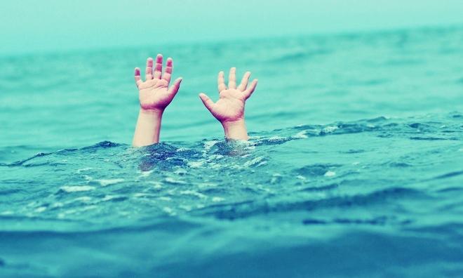 Lao xuống đập nước cứu người, 2 em nhỏ chết đuối thương tâm