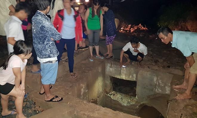 Bé trai 11 tuổi bị nước mưa cuốn vào cống mất tích