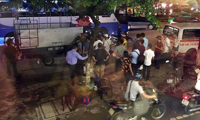 Tài xế xe tải đột tử, gục xuống vô lăng ở Hà Nội