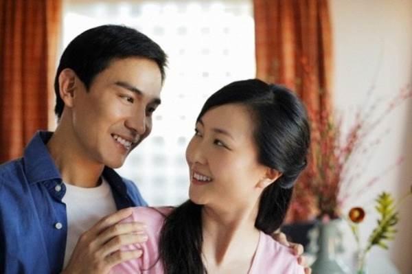 Phụ nữ thông minh là phụ nữ biết đi cạnh chồng - Ảnh 1