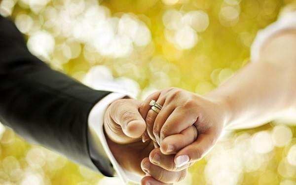 10 năm qua, mỗi đêm chồng đều nắm chặt tay tôi trong giấc ngủ - Ảnh 1