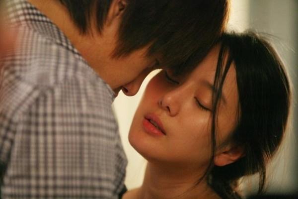 Tân hôn, tôi rụt rè đưa tay khẽ chạm vào lưng chồng, anh hất ra cáu kỉnh: 'Tránh ra, để yên cho tôi ngủ' - Ảnh 1