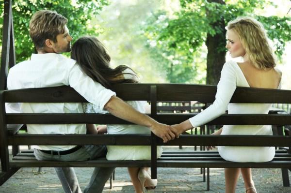Nắm chắc 5 'giai đoạn' nguy hiểm chồng dễ 'đổ đốn' có người khác nhất! - Ảnh 1