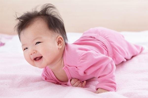 3 bài tập phát triển thể lực cho trẻ sơ sinh bố mẹ không nên bỏ qua - Ảnh 1