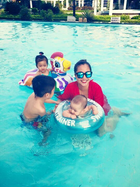 Nhóc tì nhà Ốc Thanh Vân thích thú vui đùa dưới hồ bơi - Ảnh 8