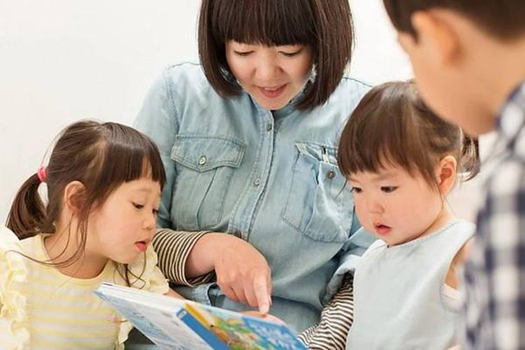Sau khi sinh liên tục hai cô con gái thì chị bị nhà chồng kêu nghỉ việc để ở nhà chăm con