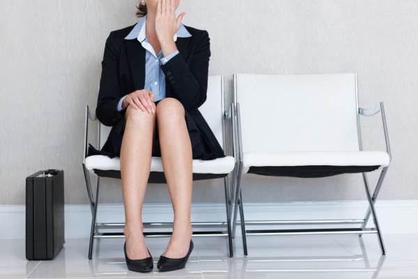Cử động chân khi ngồi giúp phòng bệnh động mạch - Ảnh 1