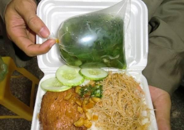 Hiểm họa khôn lường từ túi nilon, hộp đựng thức ăn - Ảnh 1