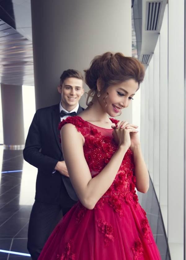 Chụp ảnh cưới trên tòa nhà cao nhất Sài Gòn với áo cưới Solivian - Ảnh 1