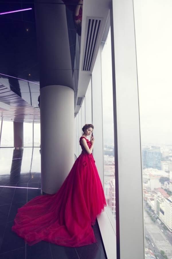 Chụp ảnh cưới trên tòa nhà cao nhất Sài Gòn với áo cưới Solivian - Ảnh 4