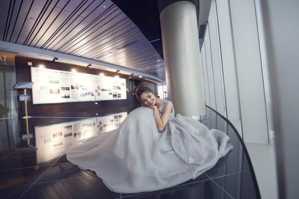 Chụp ảnh cưới trên tòa nhà cao nhất Sài Gòn với áo cưới Solivian - Ảnh 6