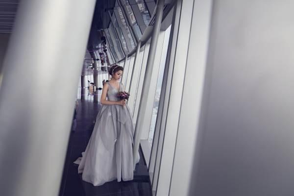 Chụp ảnh cưới trên tòa nhà cao nhất Sài Gòn với áo cưới Solivian - Ảnh 3