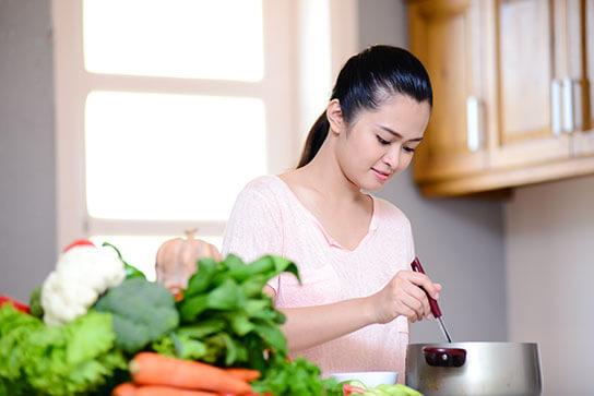 Thật hối hận khi giờ mới biết các mẹo tiết kiệm 'hay ra trò' cho căn bếp - Ảnh 1