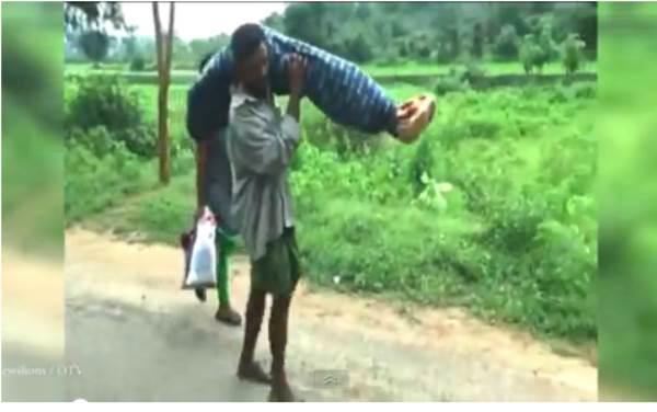 Chồng vác thi thể vợ cuốc bộ 12km từ bệnh viện về nhà - Ảnh 1