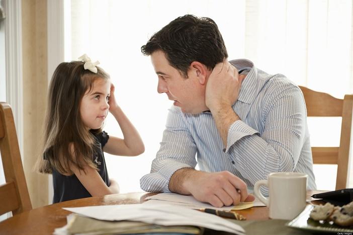 Kiên nhẫn dạy trẻ tính tự lập để bé có thời gian làm quen và hình thành thói quen