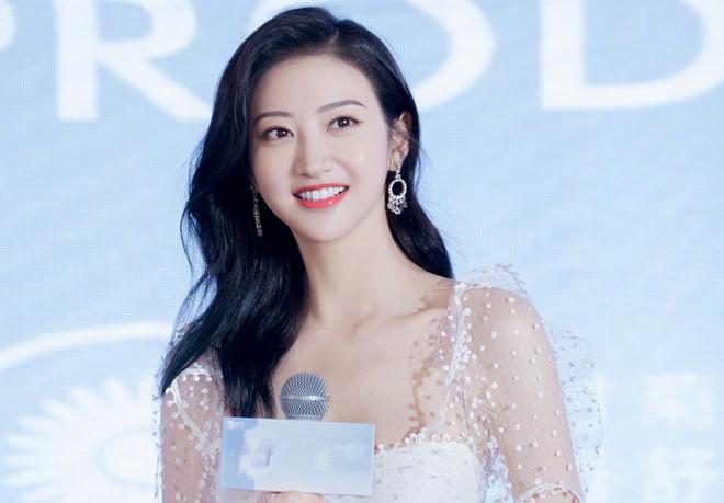 'Đệ nhất mỹ nữ Bắc Kinh' Cảnh Điềm khoe nhan sắc cuốn hút - Ảnh 1