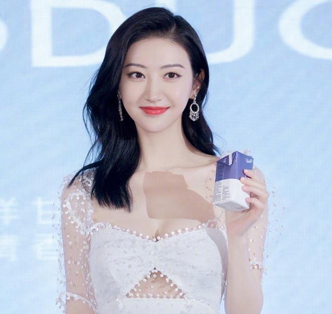 'Đệ nhất mỹ nữ Bắc Kinh' Cảnh Điềm khoe nhan sắc cuốn hút - Ảnh 3