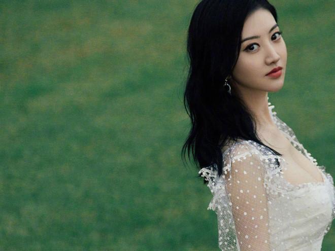 'Đệ nhất mỹ nữ Bắc Kinh' Cảnh Điềm khoe nhan sắc cuốn hút - Ảnh 6