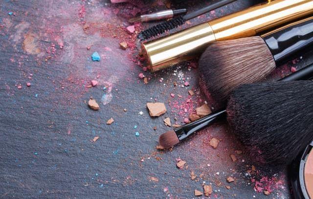 Những sai lầm chăm sóc da khiến mụn của bạn trở nên tồi tệ hơn - Ảnh 3