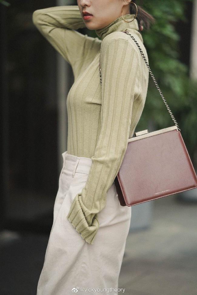 Thêm đất diễn cho 3 kiểu áo len trơn màu: Đơn giản thế nào cũng có cách làm cho chúng khác biệt - Ảnh 11