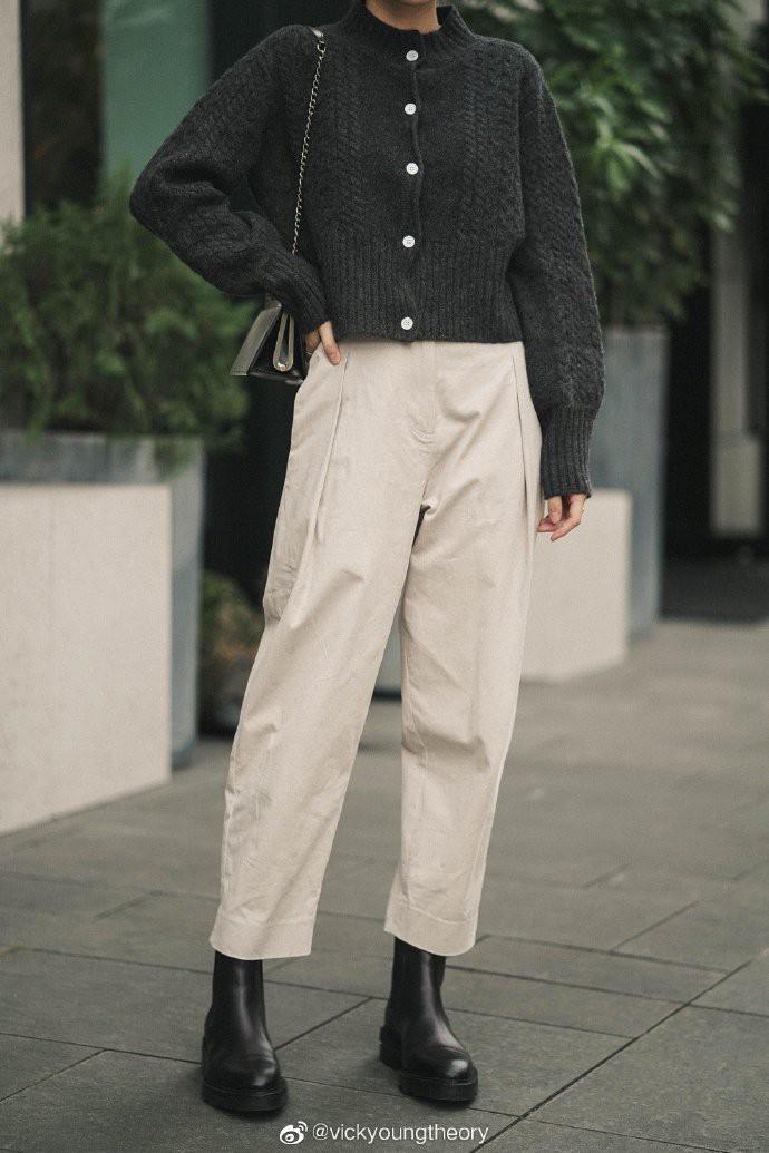 Thêm đất diễn cho 3 kiểu áo len trơn màu: Đơn giản thế nào cũng có cách làm cho chúng khác biệt - Ảnh 14