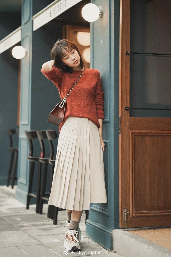 Thêm đất diễn cho 3 kiểu áo len trơn màu: Đơn giản thế nào cũng có cách làm cho chúng khác biệt - Ảnh 3