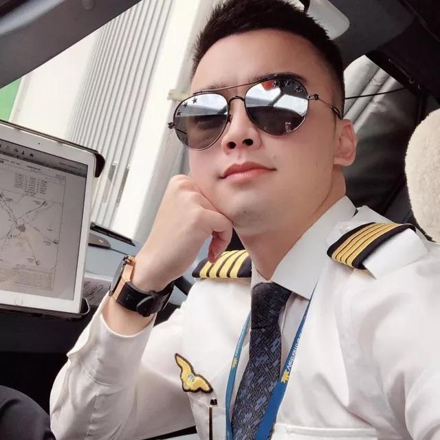 Bất ngờ cơ trưởng lái chiếc máy bay chở toàn đội tuyển quốc gia từ Philippines về nước - Ảnh 2