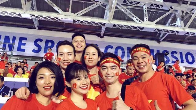 Bất ngờ cơ trưởng lái chiếc máy bay chở toàn đội tuyển quốc gia từ Philippines về nước - Ảnh 5