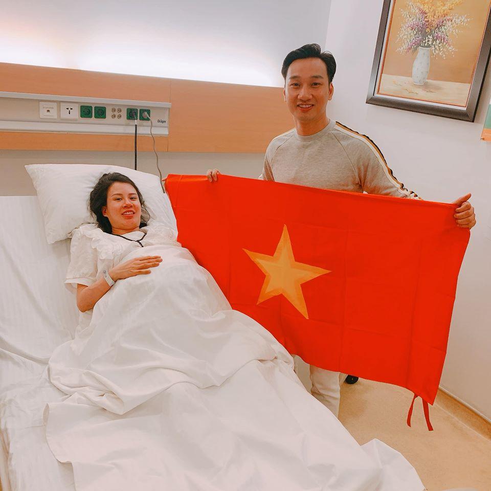 Vợ đi đẻ ngày U22 Việt Nam giành HCV SEA Games, MC Thành Trung 'quẩy' tại bệnh viện, sao Việt đua nhau đặt tên cho em bé - Ảnh 3