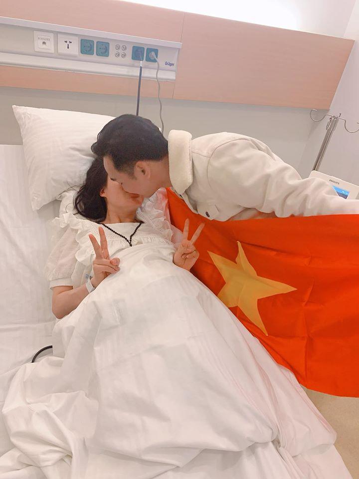 Vợ đi đẻ ngày U22 Việt Nam giành HCV SEA Games, MC Thành Trung 'quẩy' tại bệnh viện, sao Việt đua nhau đặt tên cho em bé - Ảnh 2