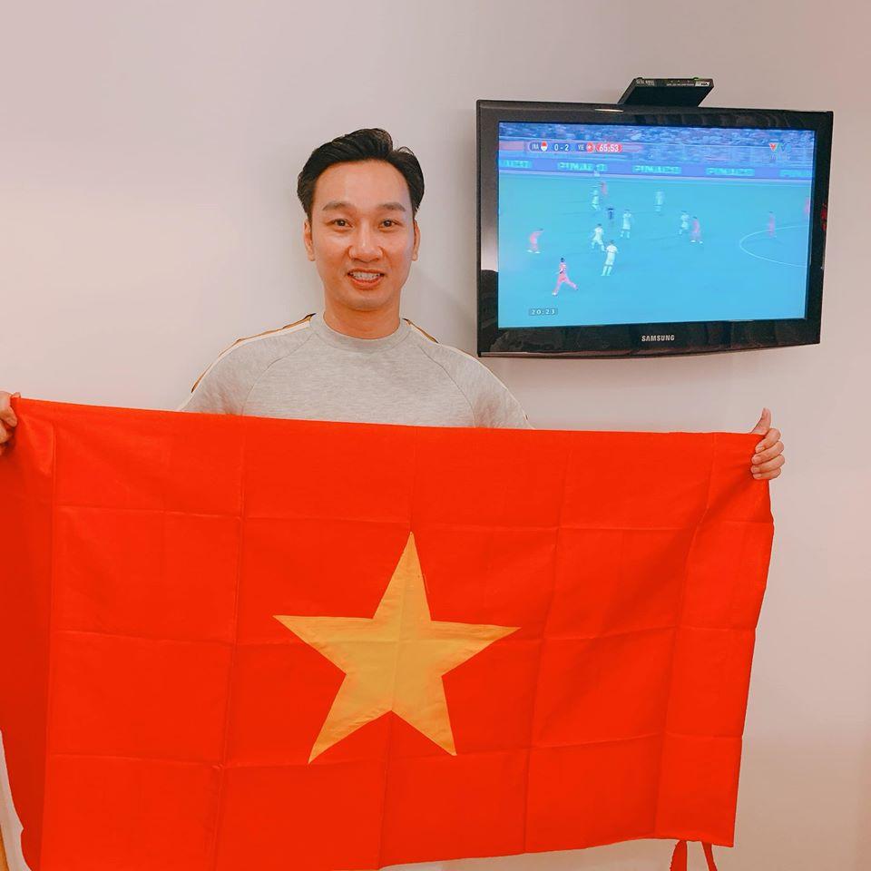 Vợ đi đẻ ngày U22 Việt Nam giành HCV SEA Games, MC Thành Trung 'quẩy' tại bệnh viện, sao Việt đua nhau đặt tên cho em bé - Ảnh 1