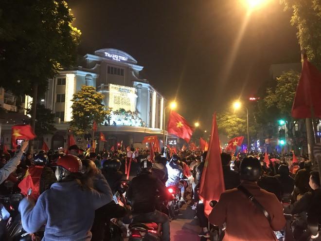 """Sunshine Group chúc mừng Việt Nam vô địch theo một cách rất """"chất chơi"""" - Ảnh 1"""