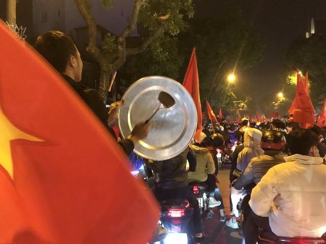 """Sunshine Group chúc mừng Việt Nam vô địch theo một cách rất """"chất chơi"""" - Ảnh 2"""