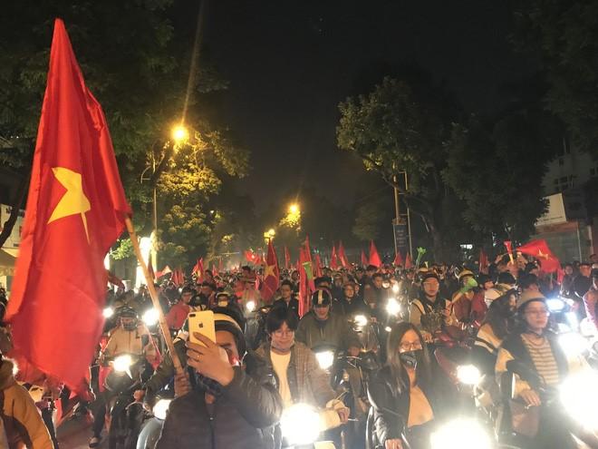 """Sunshine Group chúc mừng Việt Nam vô địch theo một cách rất """"chất chơi"""" - Ảnh 3"""